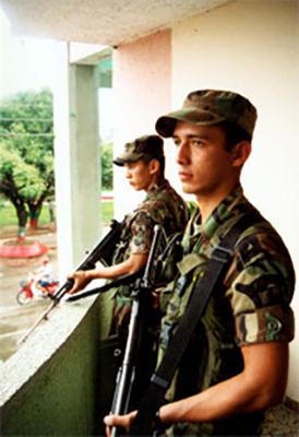 Two soldados de mi pueblo on sentry duty in Tame. Photo: Eric Fichtl