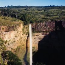 <p>The spectacular Véu da Noiva (Bridal Veil) waterfall in the Chapada dos Guimarães National Park. The falls drop a dramatic 86 metres into a perfect pool...</p>