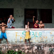 <p>A group of kids very amused to have their picture taken. <br /></p><p>Part of the graffiti reads 'Das dores boavida', which can translate as 'From pain, a good life'.<br /></p>