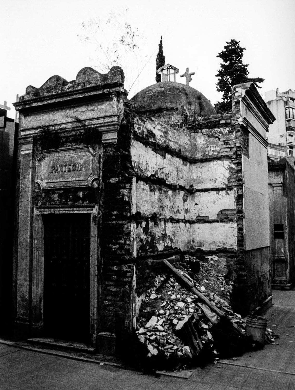 <p>Neglect takes its toll on a mausoleum in the Recoleta Cemetery. <br /></p>