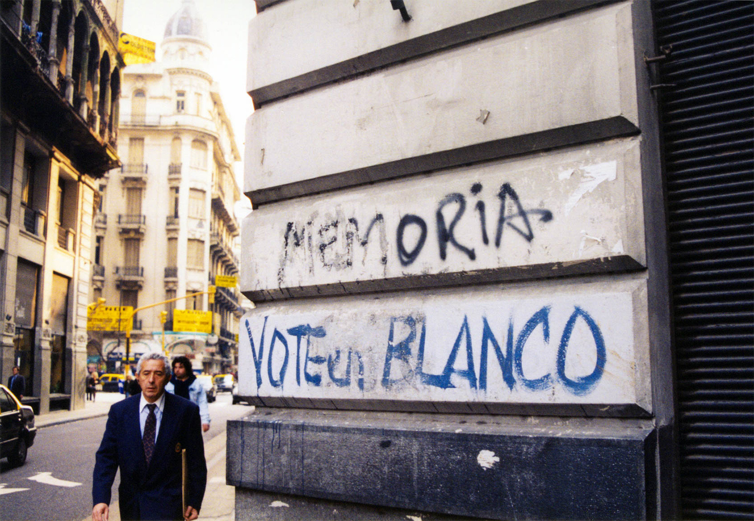 <p>'Memory' and 'vote blank' – two slogans summarising popular exasperation with the post-dictatorship Argentine political landscape. <br /></p>