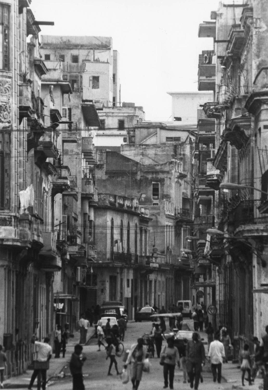 <p>A street scene in old Havana.</p>