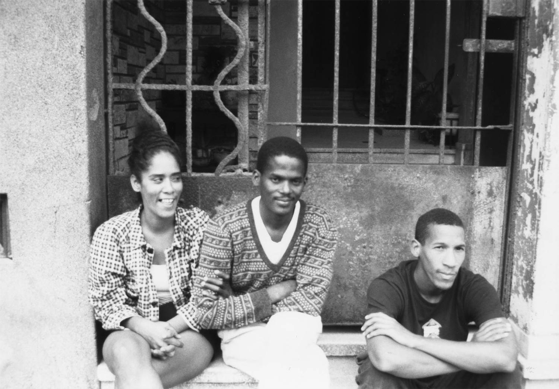 <p>Three friends on a Havana doorstep.<br /></p>