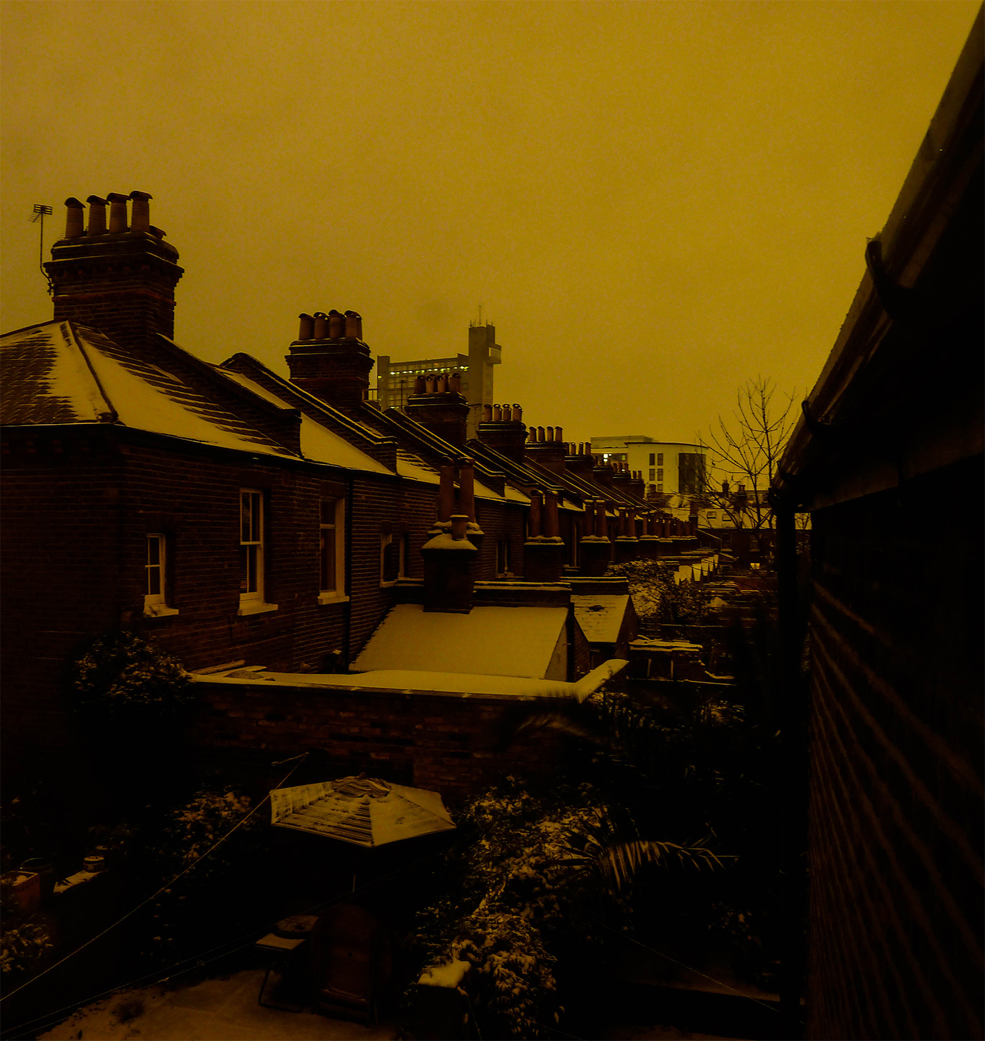 <p>Snow coats a row of homes along Kensal Town's First Avenue, with the Trellick Tower in the distance.</p>