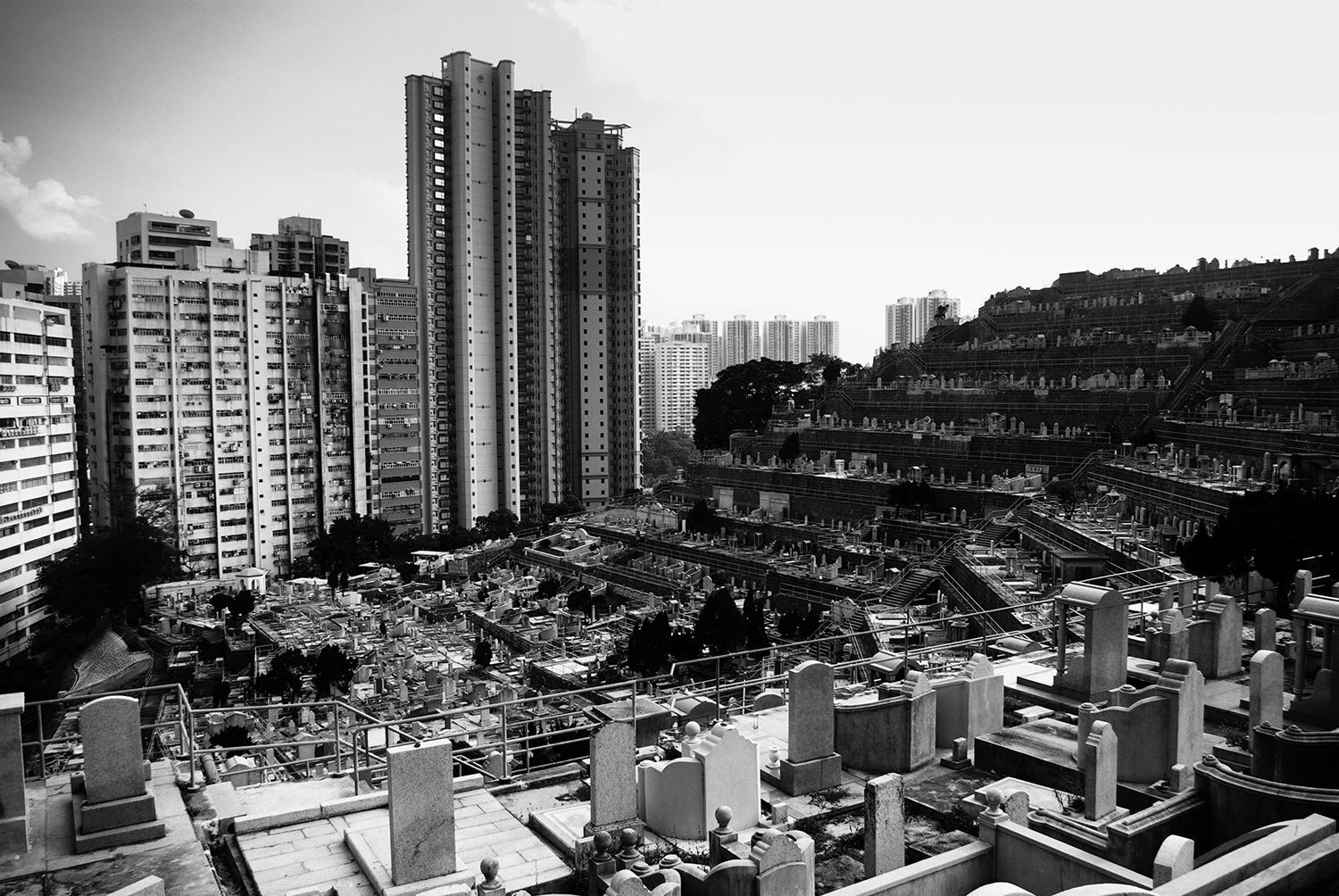 <p>The terraced Chinese Permanent Cemetery hugs the hillsides behind the high-rise towers of Aberdeen, almost forming an ampitheatre where the ancestors can watch over their descendants. </p>