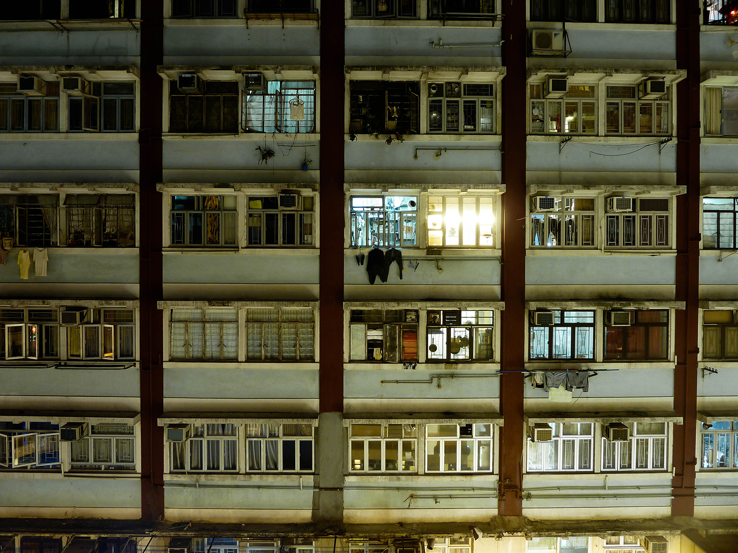 <p>The facade of the Ming Fung Building on Wan Chai Road reveals a few residents still up, burning the midnight oil. <br /></p>