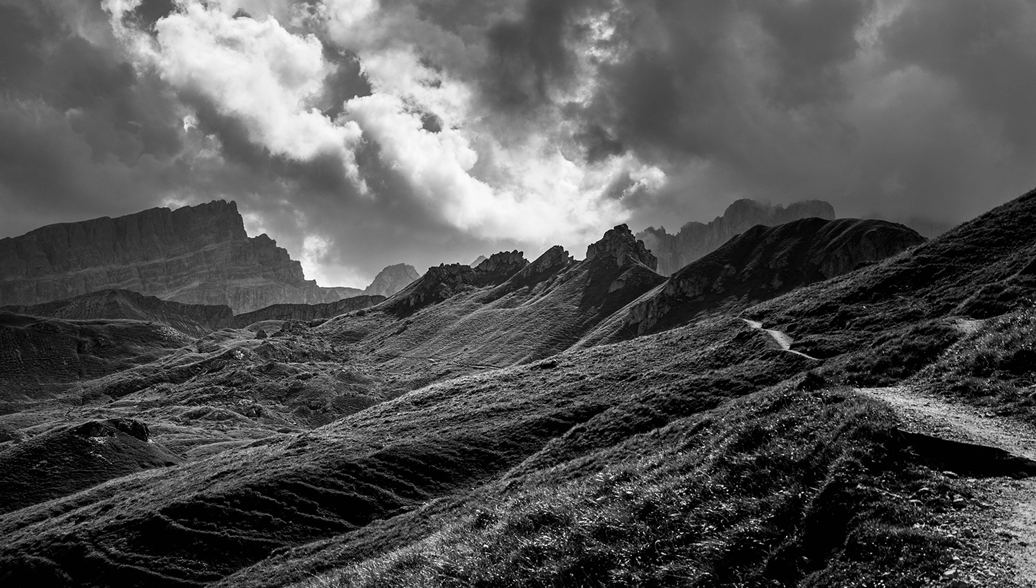 <p>Scenery along a trail toward Crusc and other peaks in the Dolomites.</p>